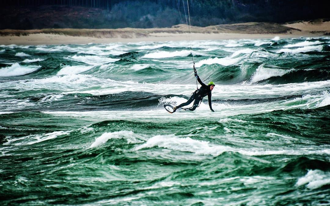 We have returned to Norway, and the conditions here are quite something else than what we had the last couple of months. This weekend it was official kickoff for the kite season. Tempting, right?